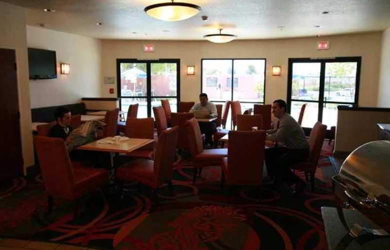 Hampton Inn South Orange County - Hotel - 4