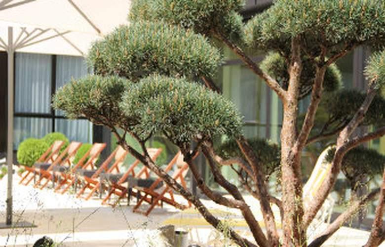 Ramada Nuernberg Parkhotel - Environment - 12
