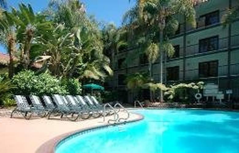 Radisson Suites Hotel Buena Park - Pool - 7