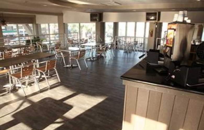 Boardwalk Inn & Suites Daytona Beach - Bar - 9