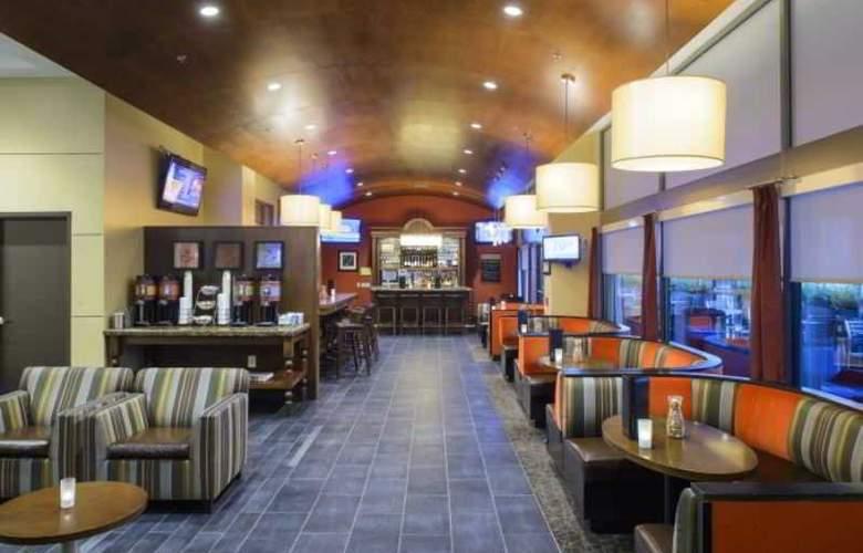 Hampton Inn Center City - Bar - 14