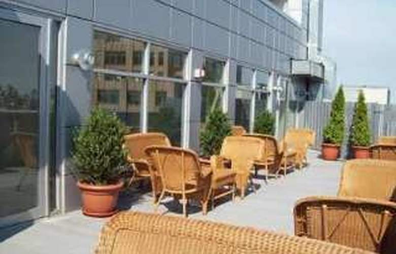 Hampton Inn Manhattan-Soho - Terrace - 5