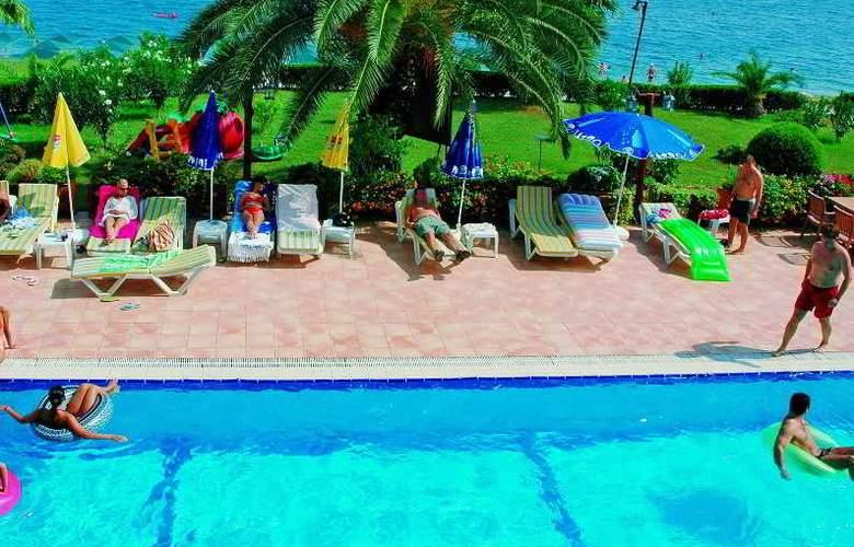 Valeri Beach Hotel - Pool - 7