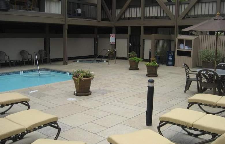 Best Western Plus Inn At The Vines - Pool - 23