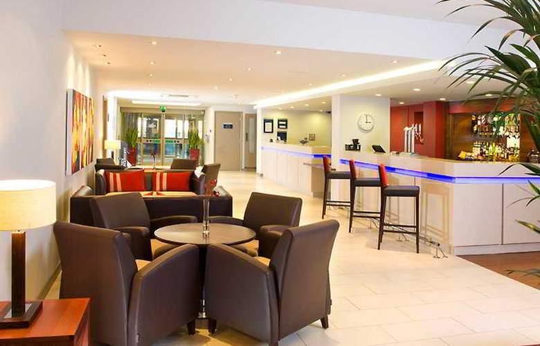 Holiday Inn Express Taunton - Bar - 3