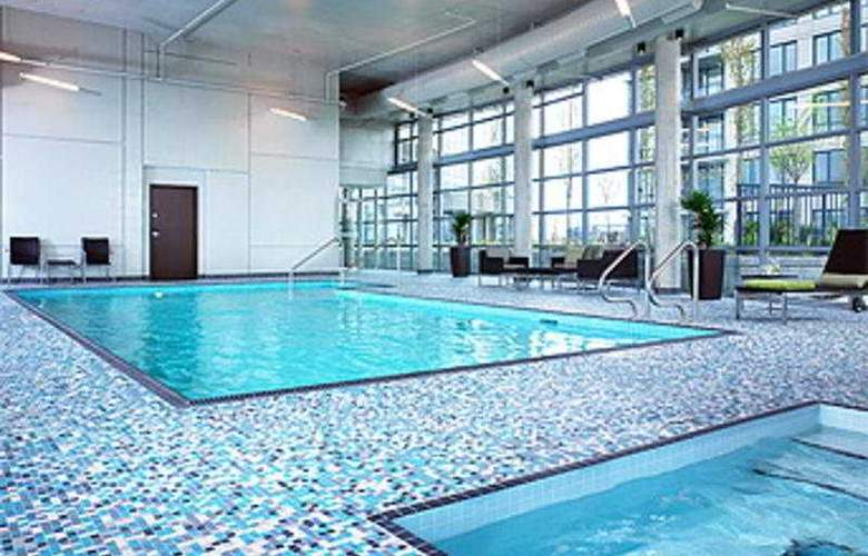 The Westin Wall Centre Vancouver Airport - Pool - 5