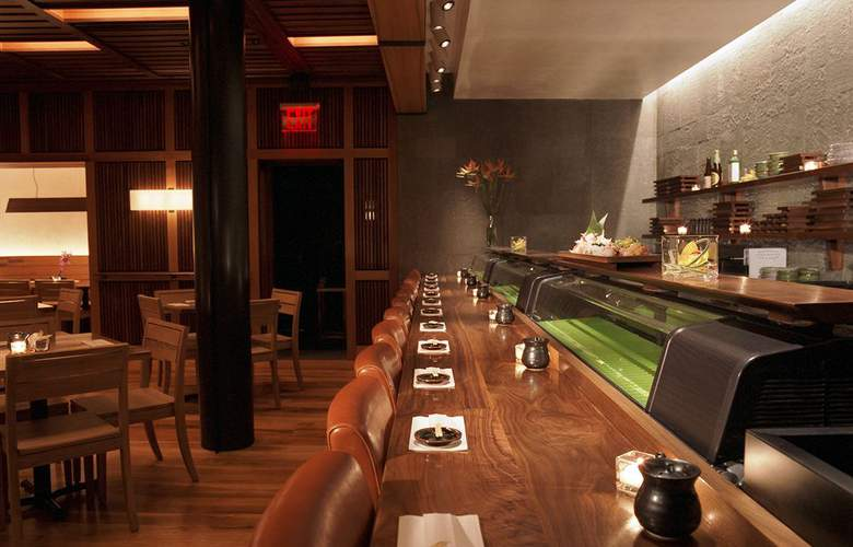 6 Columbus - Restaurant - 18