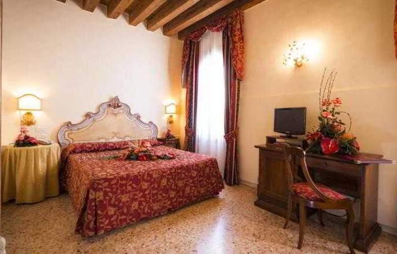 Tiziano - Room - 2
