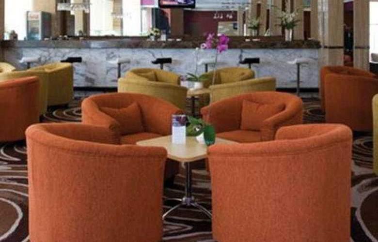 Aston Cengkareng Hotel - Bar - 4