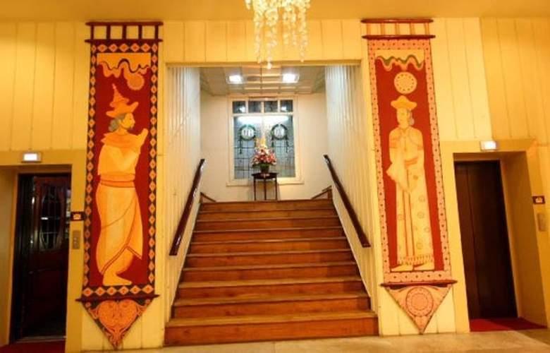 Grand Oriental Hotel - Hotel - 2