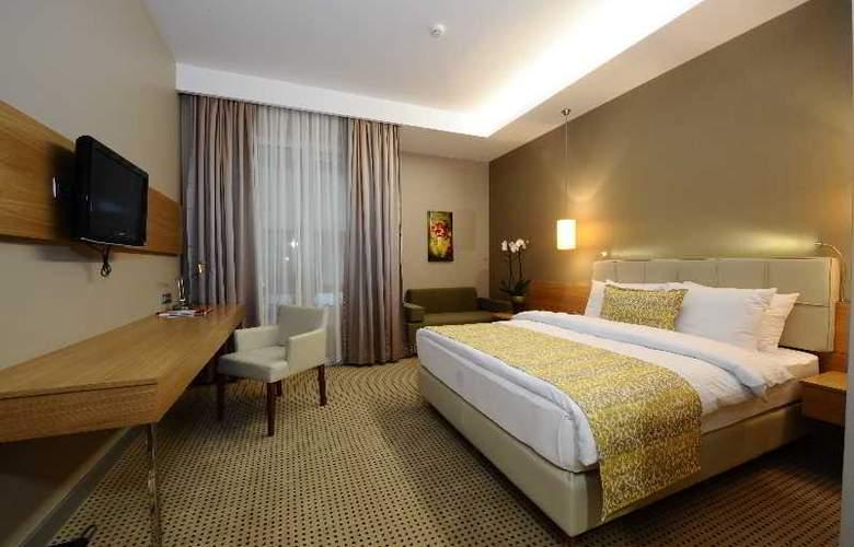 Ramada Podgorica - Room - 12