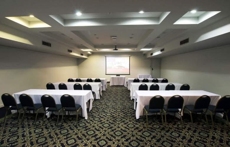 Ramada Plaza Curitiba Rayon - Conference - 18