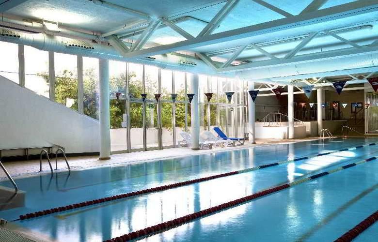Dynastic - Pool - 4