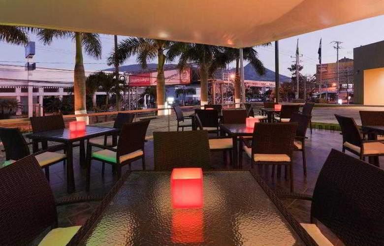 Holiday Inn San Salvador - Hotel - 10