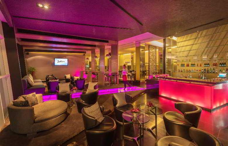 Radisson Suites Bangkok Sukhumvit - Bar - 15