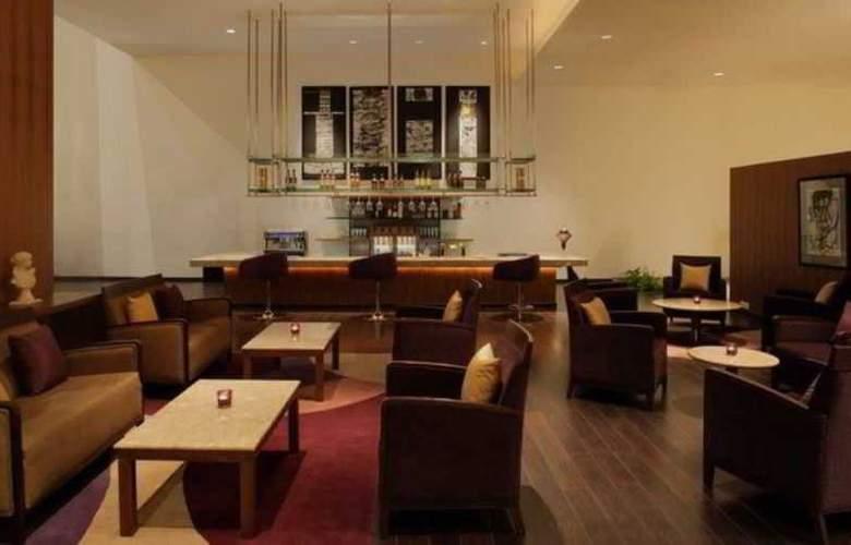 Radisson Blu Plaza Hotel Hyderabad Banjara Hills - Bar - 3