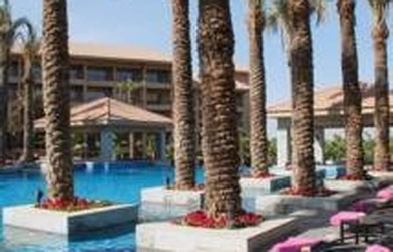 Dusit Thani LakeView Cairo - Terrace - 9