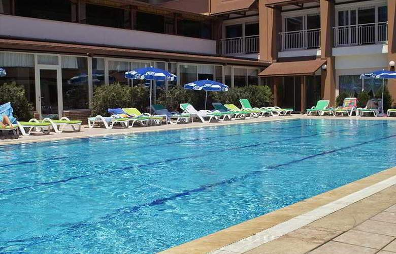 Rose Resort - Pool - 3