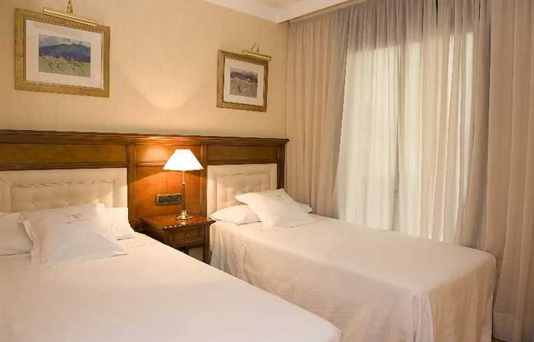 Hispanos 7 Suiza Apartament-Restaurant - Room - 6