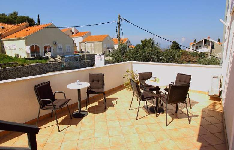 Bacan Serviced Apartments - Terrace - 8