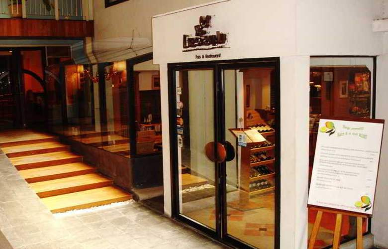 Residence Rajtaevee Bangkok - Bar - 9