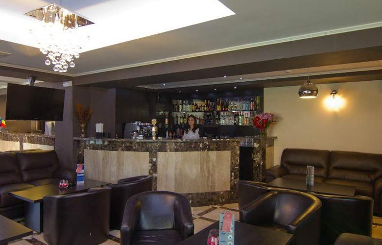 West Plaza Hotel Bucharest - Bar - 1