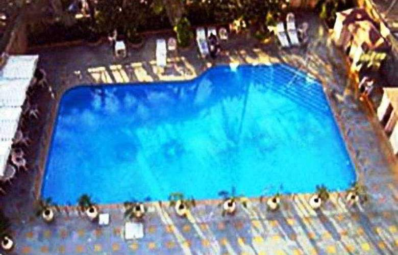 Ramada  Plaza Palm Grove - Pool - 6