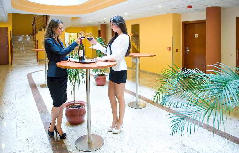 Airport Hotel Budapest - General - 1