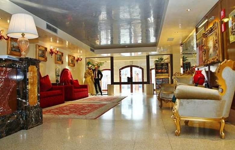 Pesaro Palace - Hotel - 1