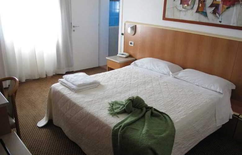 Principe di Piemonte (Rimini) - Room - 8