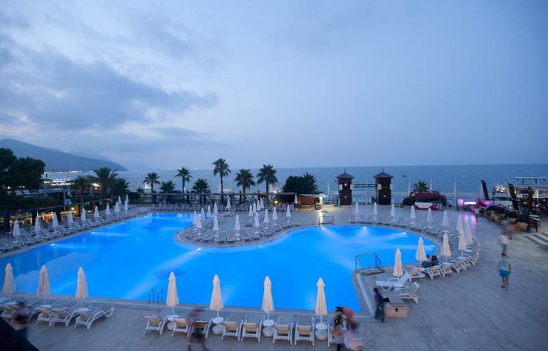 Crystal Flora Beach Resort - Pool - 5