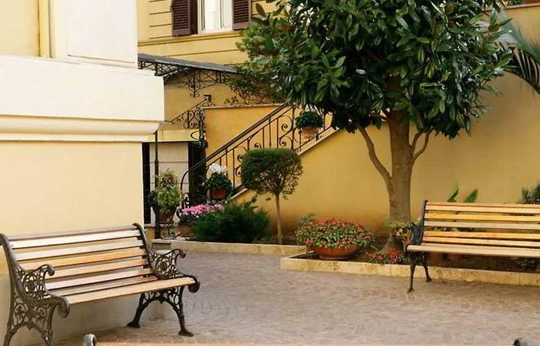 Prime Hotel Villa Torlonia - Terrace - 12