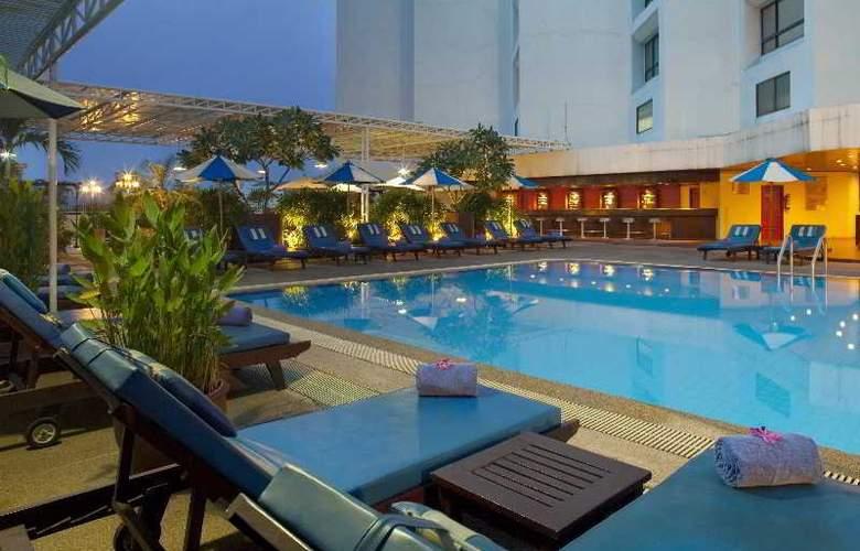 Holiday Inn Chiang Mai - Pool - 3