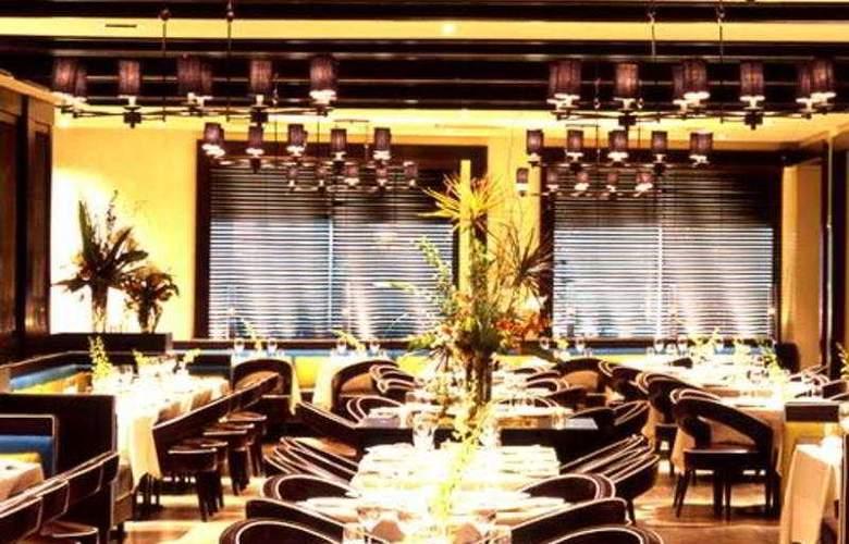 Derek - Restaurant - 6