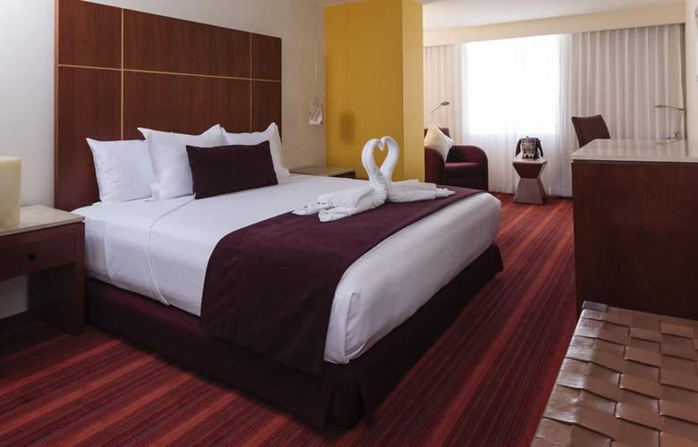 Camino Real Aeropuerto - Room - 14