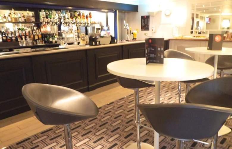 Britannia Airport Inn - Bar - 7