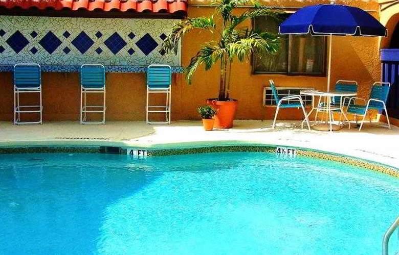 Sevilla Inn - Pool - 2