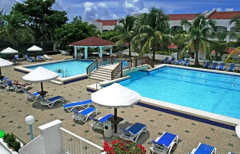 Simpson Bay Beach Resort and Marina - Pool - 25