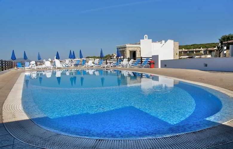 Vista Blue Resort - Pool - 6