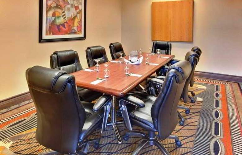 Holiday Inn & Suites Bakersfield - Conference - 3