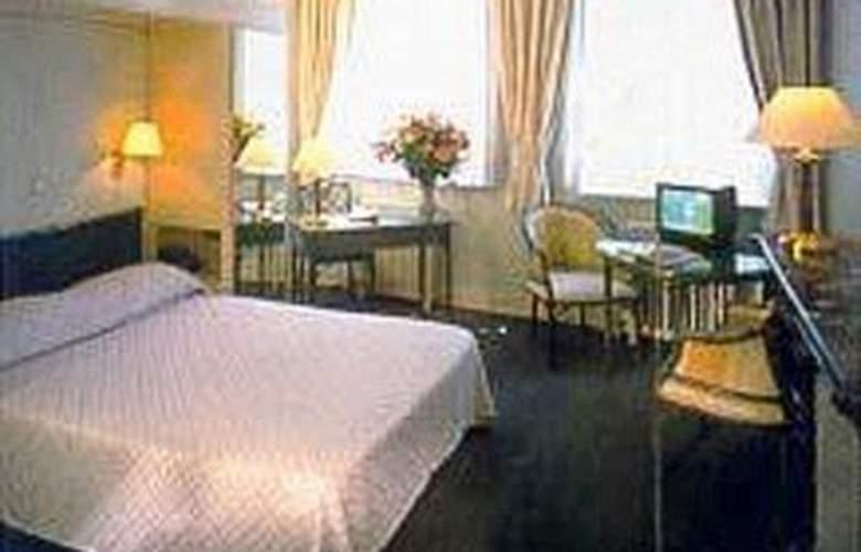 La Madeleine - Room - 0