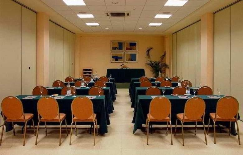 Mainake - Conference - 7