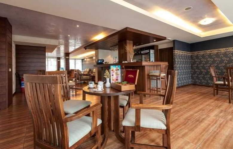 Grand Royale Hotel & Spa - Bar - 21