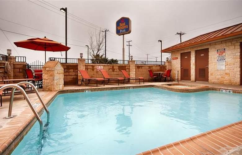 Best Western Plus San Antonio East Inn & Suites - Pool - 119