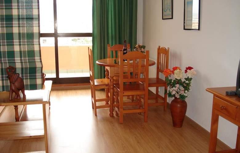 Apartamentos Fenix - Room - 9