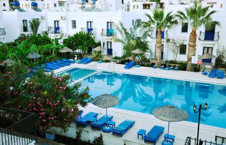 Dilek Hotel & Apartments - Pool - 8