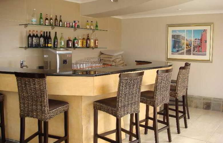 Signal Hill Lodge - Bar - 3