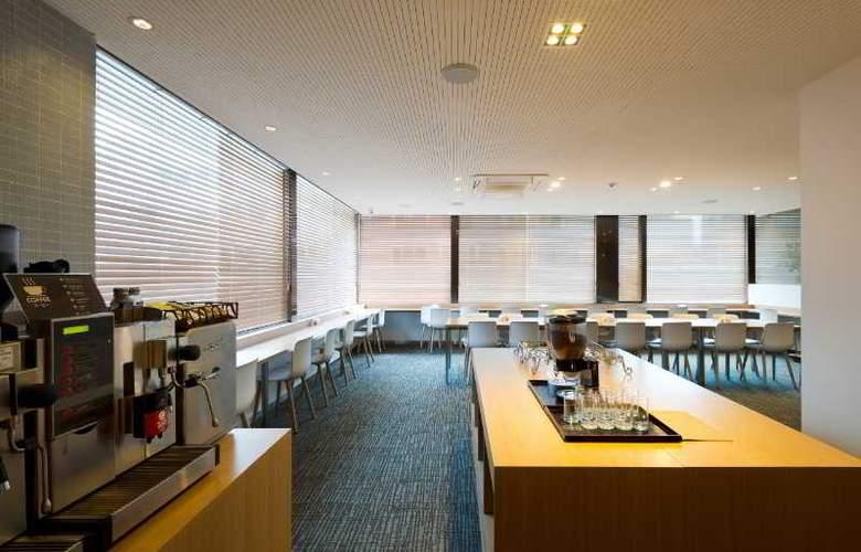 Metro - Restaurant - 19