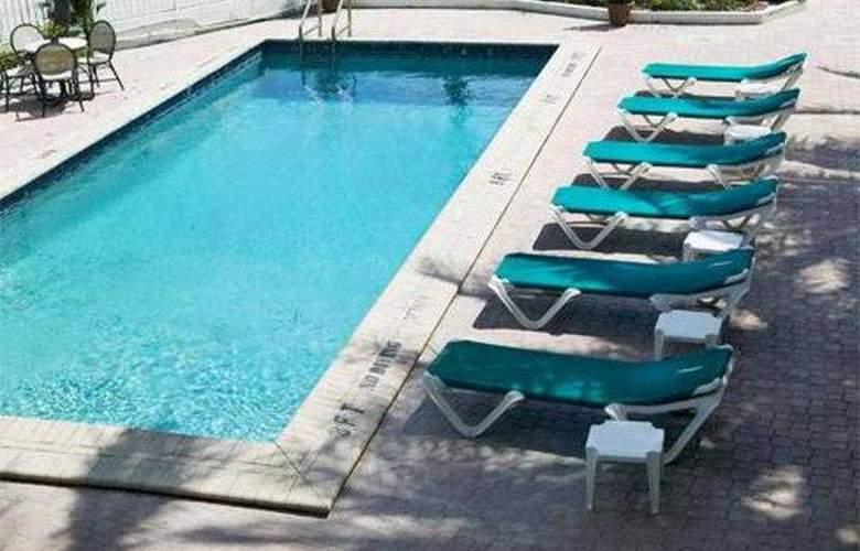 Tropic Cay Beach Hotel - Pool - 1