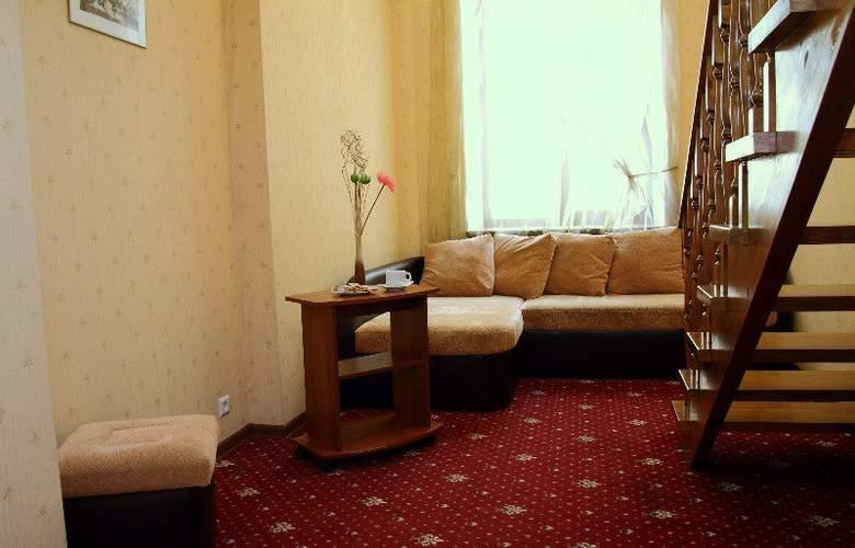 Deluxe Hotel - Room - 13